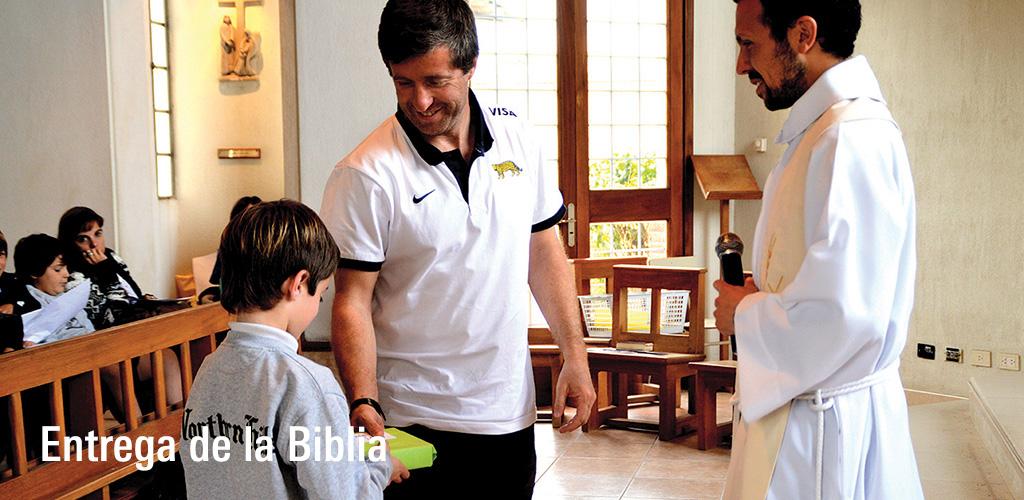 Entrega_de_la_biblia